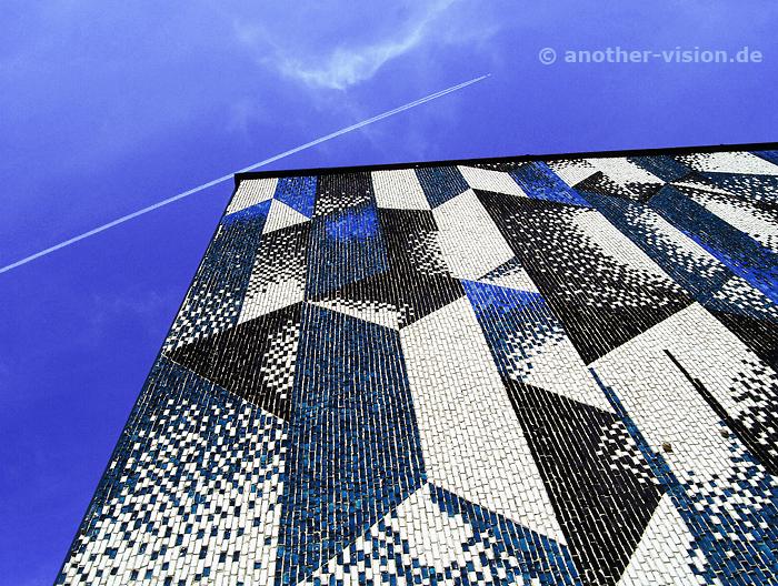 mosaikige Häuserwand - abstrakte Fotografie - another vision