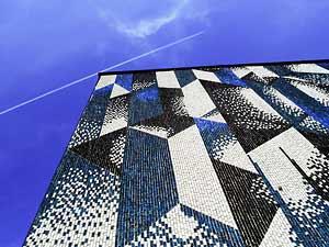mosaikige Häserwand